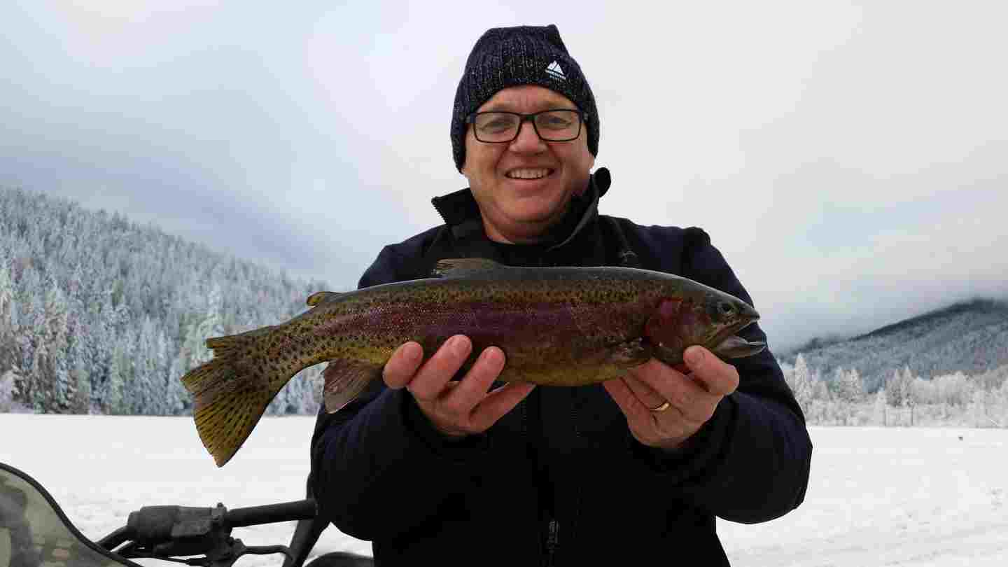 Ice fishing guides in canada for Ice fishing for trout