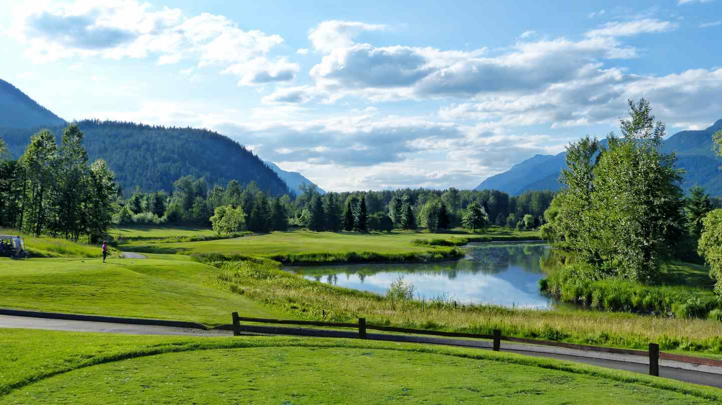 Helicopter fishing and golf packages in pemberton british for Big fish golf